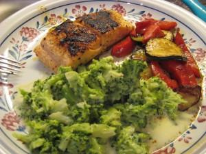 Laks med grønt og brokkolistuing