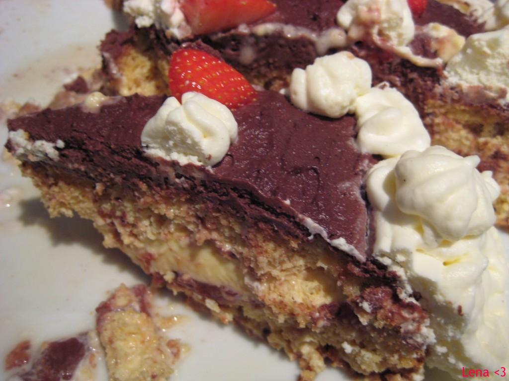 Kakestykke med sjokoladekrem og jordbær
